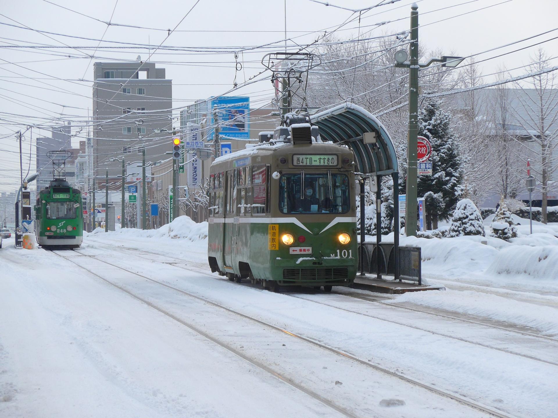 電車が止まることが多いのは雨よりも風や雪!