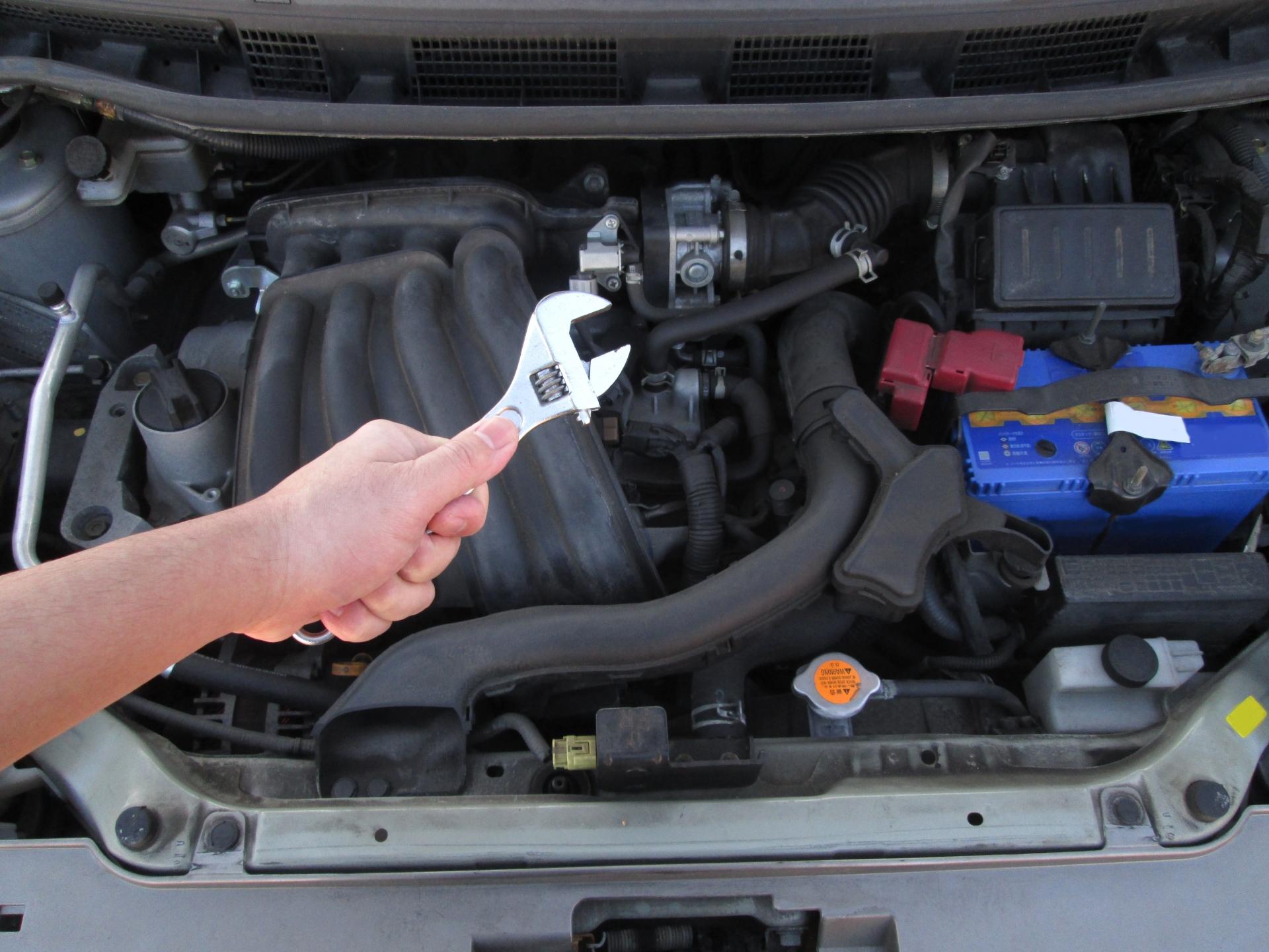 エンジンを始動すると異音が?考えられる原因や音の種類
