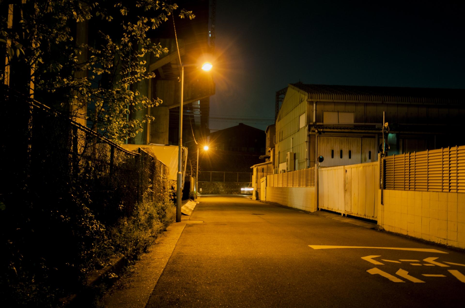 夜道が怖い…。危険な目に合わないための対処法はコチラ!
