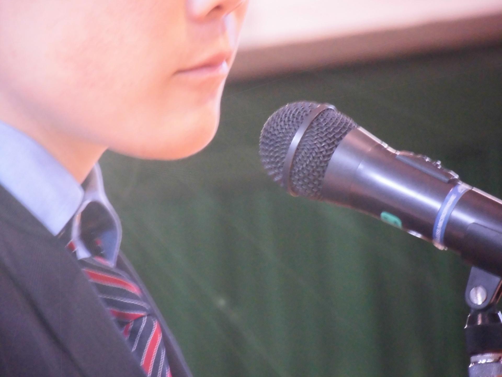 朝礼でスピーチ!緊張で震えるときに役立つ対処法をご紹介