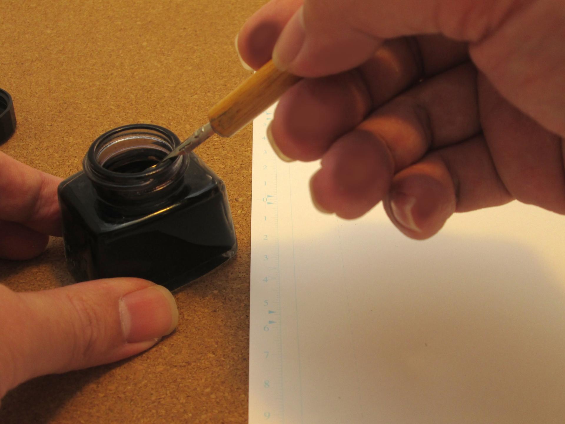Gペンと丸ペンの違いを知って上手に使い分けよう!