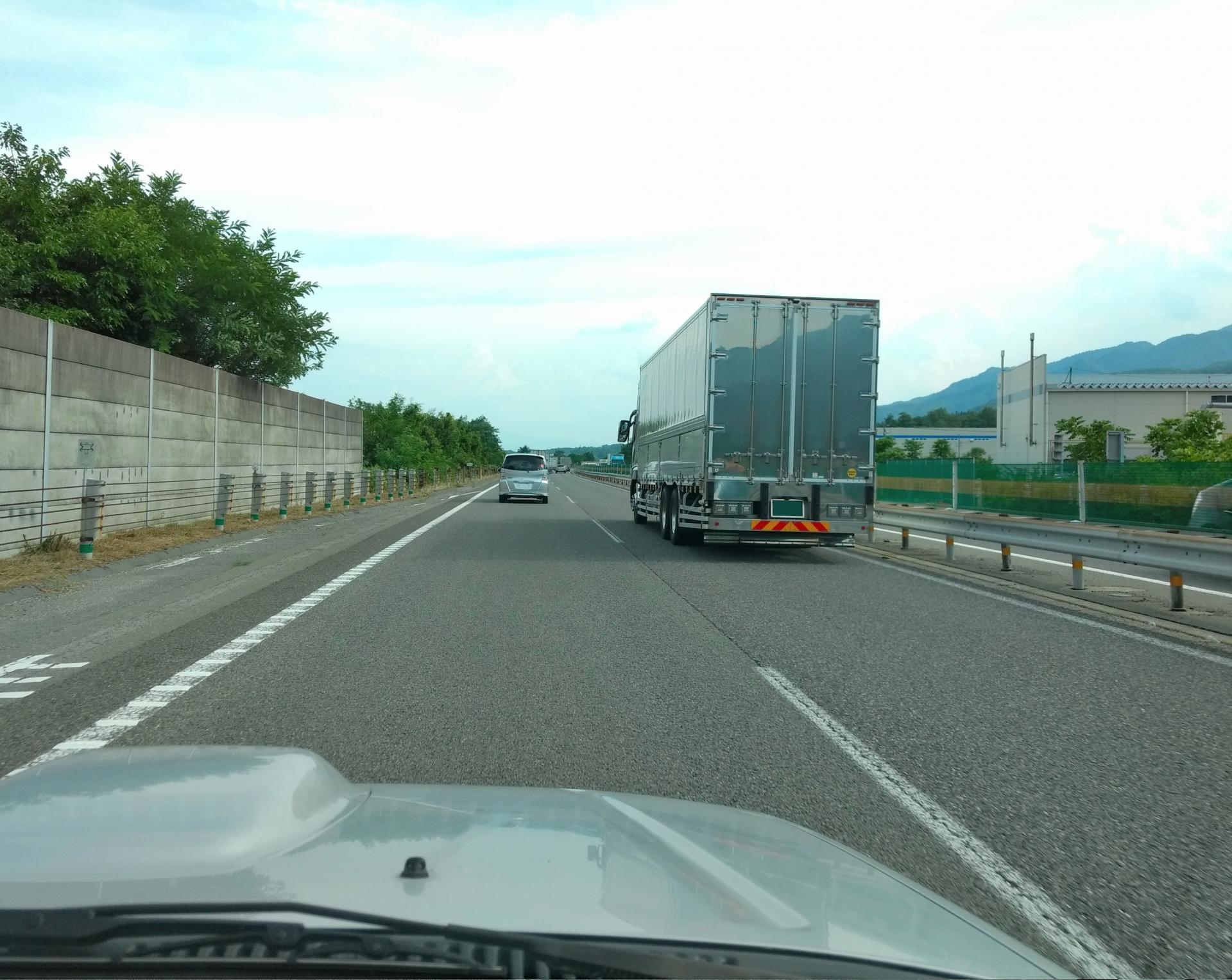 運転初心者が恐れる高速道路!運転のコツとは