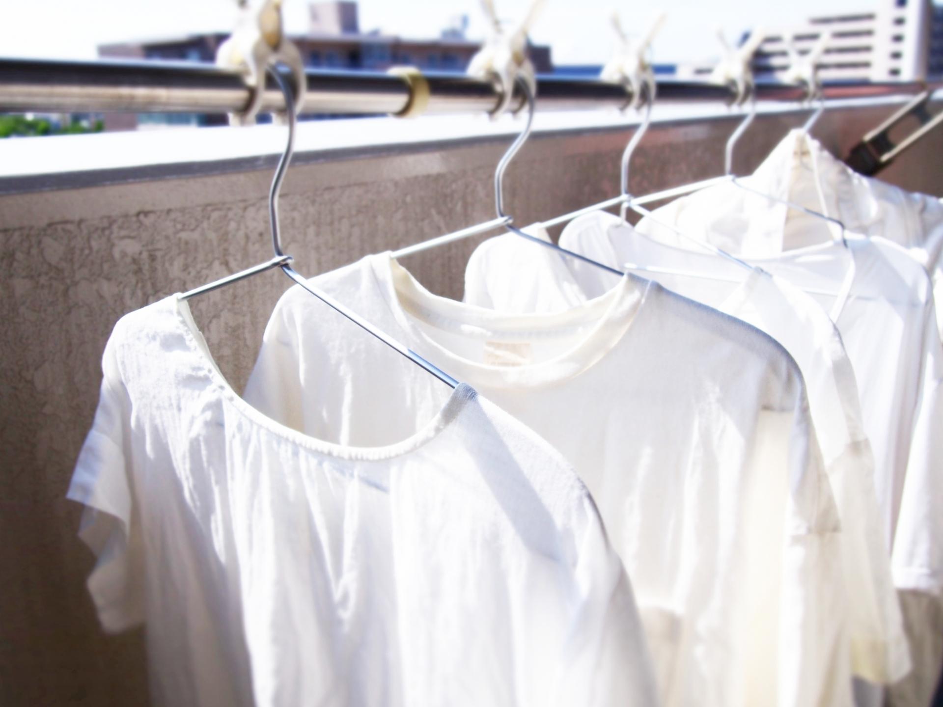 白Tシャツの黄ばみには、重曹がオススメ!洗濯方法を紹介