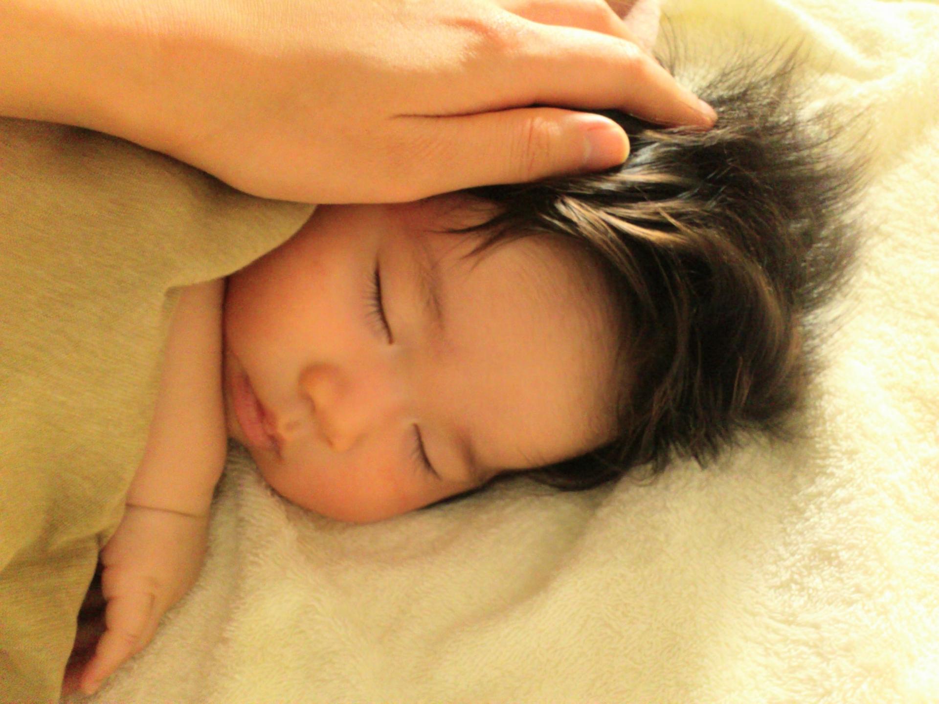 8ヶ月の赤ちゃんの昼寝の時間はどのくらい?寝かしつけの方法