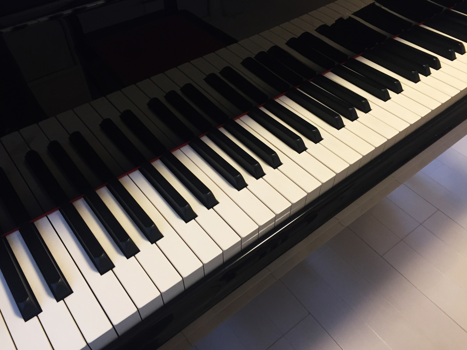 ピアノを弾く姿勢の基本や上達するために大切なポイントとは