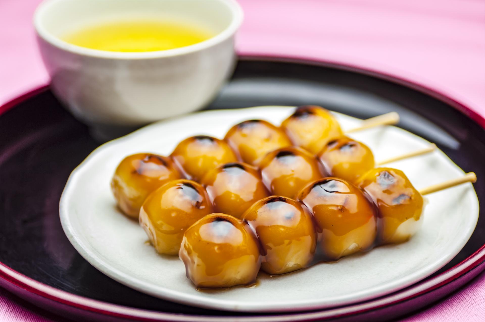 【お茶の作法】飲み方や茶菓子の食べ方と知っておきたいマナー