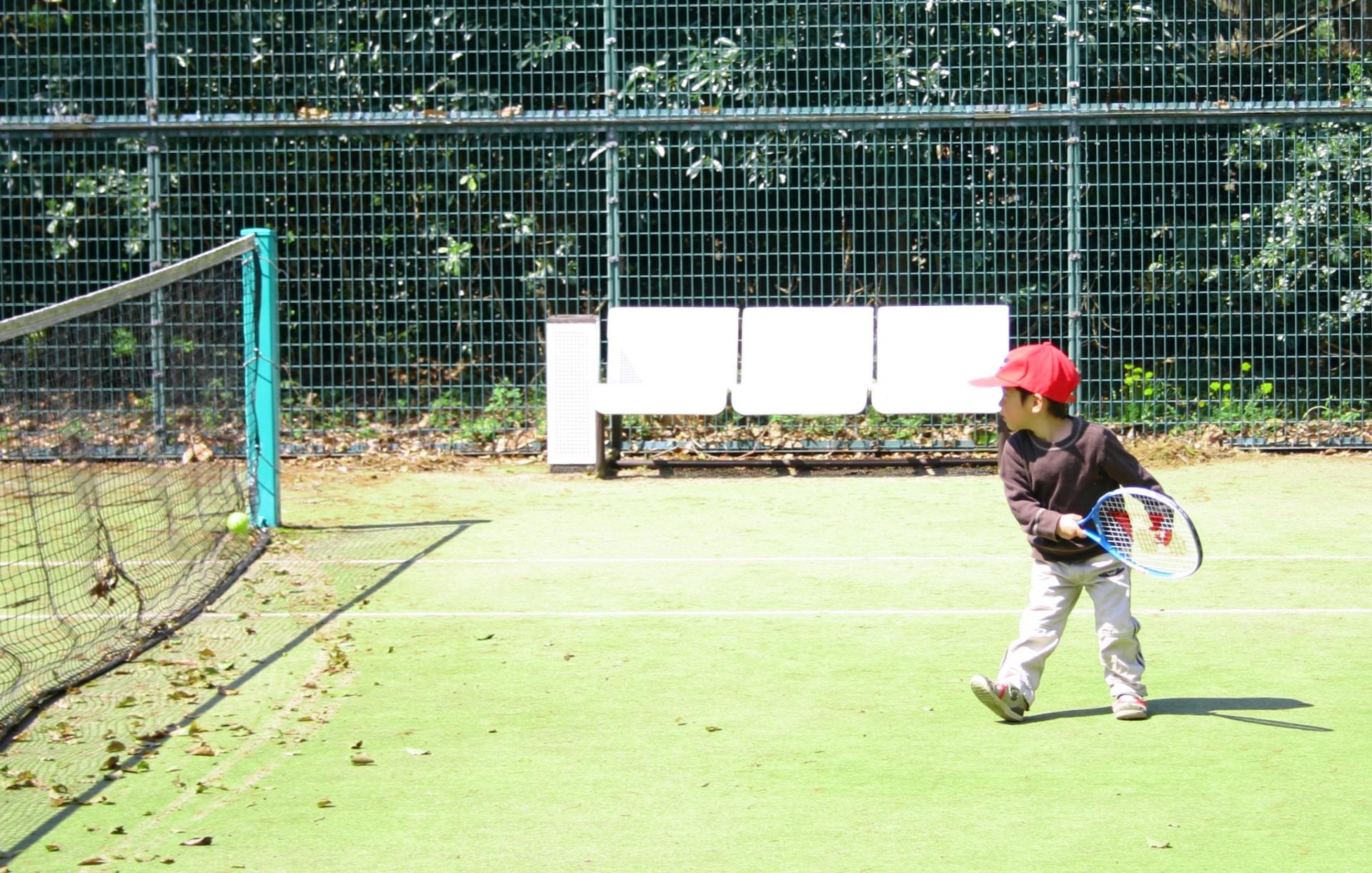 テニスの初心者がテニススクールを選ぶ時に確認したいポイント