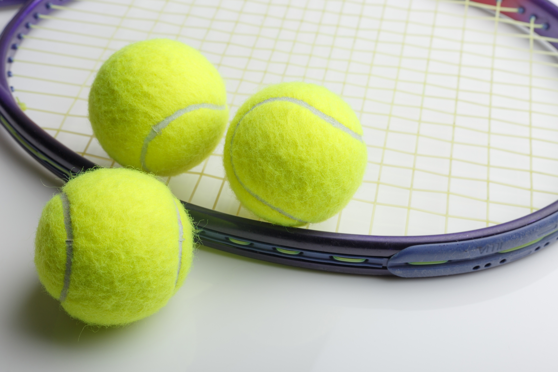 テニスラケットのグリップテープの巻き方と選び方を徹底解説